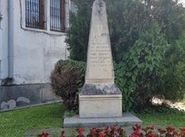 Паметник посветен на загиналите за България - Трявна