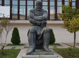 Паметник на Пенчо Славейков - Трявна