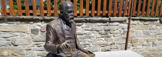 Скулптура на Пенчо Славейков - Трявна